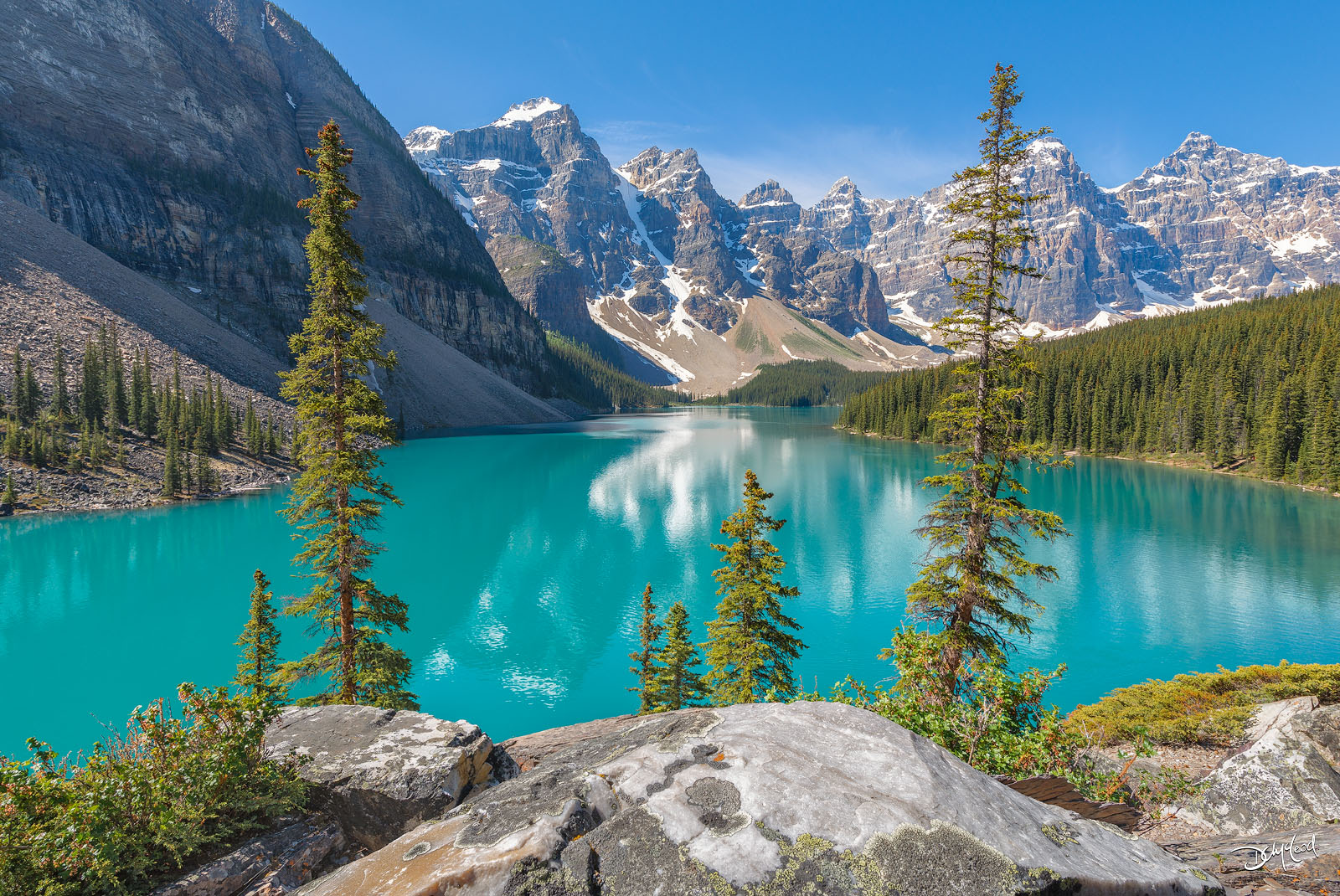 moraine lake, banff national park, alberta, photo